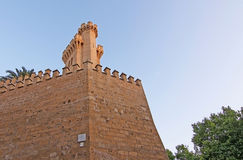 Tours en pierre de château du palais d'Almudaina Images libres de droits