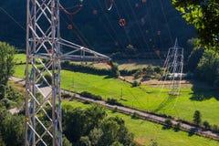 Tours et lignes électriques avec l'aiguillage Photos libres de droits
