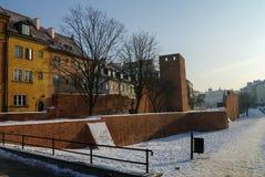 Tours et murs de briques rouges de la barbacane historique de Varsovie pour Photographie stock libre de droits
