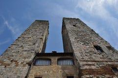 Tours jumelles de médiéval Photos stock