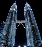Tours jumelles de Petronas à Kuala Lampur par la nuit #1 Photo stock