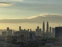 Tours jumelles de Petronas dans la vue de matin Image libre de droits