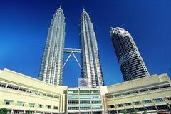 Tours jumelles de Petronas et tour de Maxis Photographie stock libre de droits