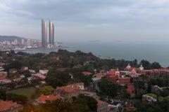 Tours jumelles de vue d'Oiseau-oeil et île de Gulangyu dans la ville de Xiamen, Chine du sud-est Image stock