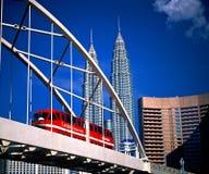 Tours jumelles et monorail de Pertonas Image libre de droits