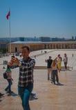 Toursist está haciendo el selfie en Anitkabir, Ankara, Turquía Imagen de archivo
