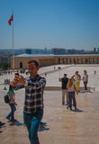 Toursist sta facendo il selfie in Anitkabir, Ankara, Turchia Immagine Stock