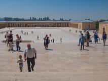 Toursists en Anitkabir, Ankara, Turquía Imagenes de archivo