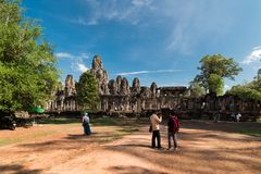 Toursits,吴哥窟在柬埔寨 免版税库存照片