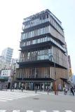 Toursts i mitt för turist- information om Asakusa kultur Arkivbild