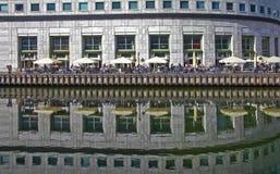 Tous barrent un aux quartiers des docks Londres Image libre de droits