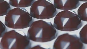 Tous chocolats : mouvement d'appareil-photo de vers le bas à  clips vidéos