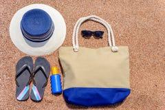 Tous que vous avez besoin pendant des vacances d'été à la plage Photos stock