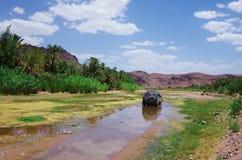 Tous terrains dans le désert marocain photographie stock libre de droits