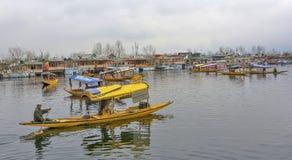 Tousists at House-boats Dal Lake, Kashmir, India Royalty Free Stock Photos