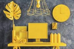 Tout le concept jaune d'espace de travail Photos stock