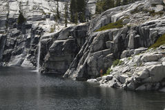 tout le lac à la cascade à écriture ligne par ligne vous-même image libre de droits