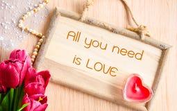 Tout que vous avez besoin est amour Photos stock