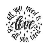 Tout que vous avez besoin est amour L'amour est tout que vous avez besoin Composition ronde avec la citation manuscrite de typogr Photo stock