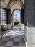 Tout sanctifie le clocher d'église des jardins de trinité images stock