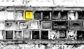 Toutes les couleurs sont dans le gris à moins que jaune Image stock