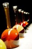 Toutes sortes de vin dans des bouteilles spéciales Image libre de droits