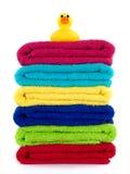 Tovaglioli colorati della stanza da bagno Immagini Stock