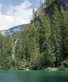 Tovel de lac dans les dolomites, Italie Photos stock