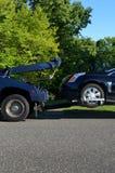 Tow Truck con el vehículo discapacitado Foto de archivo libre de regalías
