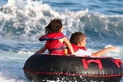 Towable mit Kindern Lizenzfreies Stockbild