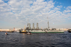 Towage of a histotical cruiser Aurora to a place of repair in dock, St.-Petersburg, Russia Stock Photography