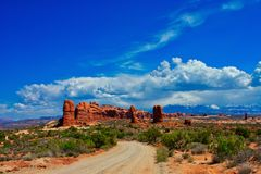 Towards the Balanced Rock at Arches royalty free stock images