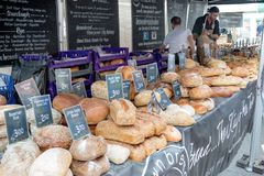 Towary dla sprzedaży przy Farnham jedzenia festiwalem Obrazy Stock