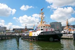 Towboat and bridge Royalty Free Stock Photos