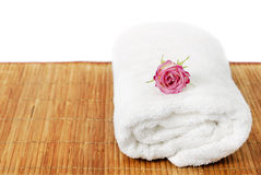 Towel with pink rose Royalty Free Stock Images