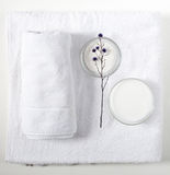 Towels, bath salt and body cream Royalty Free Stock Photography
