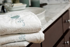 Towels on a bathroom vanity Royalty Free Stock Photos