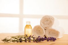 Free Towels Lavender And Masage Oil On A Table In Spa Salon Stock Photography - 85514652