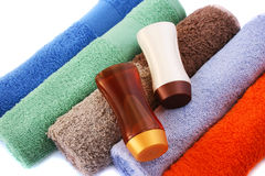 Towels and shampoo bottles Royalty Free Stock Photos