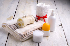 Towel and toiletries Royalty Free Stock Photos