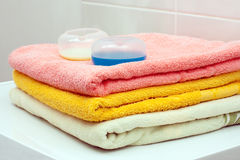 Towels and washing gel Royalty Free Stock Photography