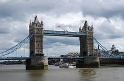 Tower Bridge that crosses river Thames in London, UK royalty free stock photos
