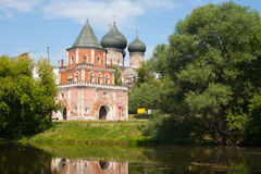 Tower Bridge and trees on pond shore in Izmailovo Park in Moscow Stock Photography