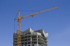 Tower crane and reinforced building Stock Photography