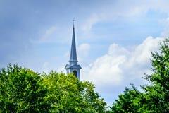 Towering Steeple в небе Стоковая Фотография