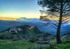 Town av Polizzi Generosa, i landskapet av palermo sicily Arkivfoto