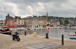 town för honfleursemesterortsjösida Royaltyfria Bilder