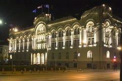 town för natt för administrationsstadshushus Arkivbild
