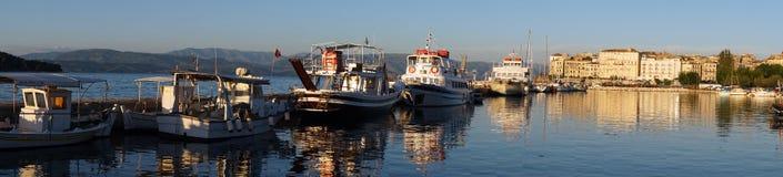 town f?r port f?r apuliabari fartyg royaltyfria bilder