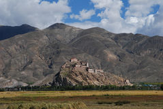 The  town of Gyantse. An old  castle in Gyantse Stock Photos